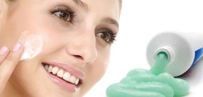 kem đánh răng trị mụn cám