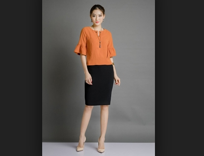 áo croptop mặc với chân váy bút chì