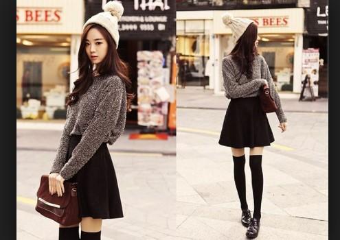 chân váy xòe ngắn kết hợp áo len